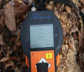 Gamaspektrometer určuje obsahy izotopov potrebných prvkov, z čoho je počítaná rádioaktivita hmoty pre potreby hygienickej služby.